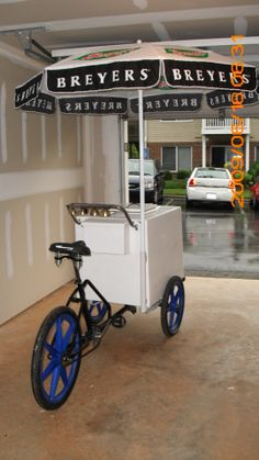 Bike that went to the US Ice Cream Stand, Ice Cream Cart, Colorful Restaurant, Taquero, Mobile Restaurant, Food Cart Design, Bike Food, Bike Cart, Black And White Cookies
