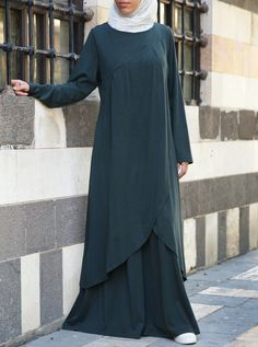 This graceful abaya has an elegant kind of versatility you won't be able to resist. Featuring drapes and pleats that flow effortlessly in this comfortable rayon cotton blend, the Kanza Abaya provides the ultimate stylish look for casual clothing.