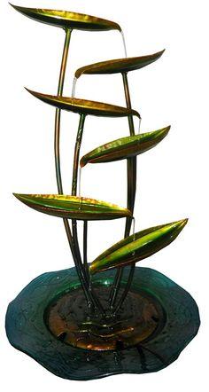 fonte de agua cascata decorativa grande de metal folhas Diy Home Crafts, Garden Crafts, Ikebana, Water Fountain Design, Tv Set Design, Waterfall Fountain, Water Walls, Bamboo Fence, Garden Terrarium