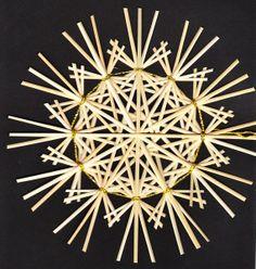 Rustikalstern Bellatrix3 goldgebunden - 17 cm von Handgefertigte Strohsterne auf DaWanda.com Christmas Crafts, Christmas Decorations, Christmas Ornaments, Hippie Crafts, Straw Art, Diy And Crafts, Arts And Crafts, The Last Straw, Weaving Designs