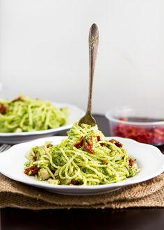 Spaghetti and Spinach Pesto. Only 294 Calories per serving!! #Mediterranean #Vegetarian #Vegetables #Grains #MainDish #WholeGrains #Calcium #LowCalories #LowFat #LowCholesterol