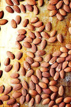 HONEY ROASTED ALMONDSReally nice recipes. Every hour.Show me  Blog: Alles rund um die Themen Genuss & Geschmack  Kochen Backen Braten Vorspeisen Hauptgerichte und Desserts #hashtag
