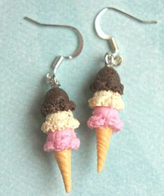 These adorable earrings feature a pair of Neapolitan ice cream charms.These sweet treats are handmade from polymer clay and measures an inch in length. Both minis hang from a silver tone hook.The entire earrings length is inches. Cute Polymer Clay, Cute Clay, Polymer Clay Miniatures, Polymer Clay Charms, Polymer Clay Earrings, Polymer Clay Sweets, Cream Earrings, Funky Earrings, Dangle Earrings