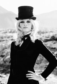 Bridget Bardot in top hat and tux. Such a striking vision Bridget Bardot, Brigitte Bardot, Divas, Catherine Deneuve, Look Fashion, Fashion Models, Steampunk Fashion, Gothic Fashion, Fashion Fashion