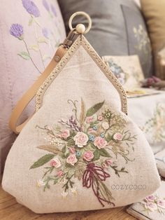 Embroidery Bags, Hand Embroidery Stitches, Cross Stitch Flowers, Cross Stitch Patterns, Lace Beadwork, Painted Clothes, Bag Patterns To Sew, Handmade Bags, Creations