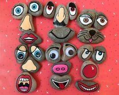 A set of funny face story stones hand painted on beach pebbles. The set of 24 stones includes eyes, noses and mouths to create lots. Stone Crafts, Rock Crafts, Crafts To Make, Arts And Crafts, Pebble Painting, Pebble Art, Stone Painting, Story Stones, Diy For Kids