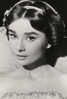 Audrey Hepburn-Ariane-Love in the Afternoon-De Rare Audrey Hepburn