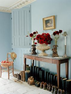Discover the best light blue paint colors to use for your home. Light Blue Paint Colors, Light Blue Paints, Light Blue Walls, Color Blue, Paint Colours, White Walls, Farrow Ball, Vestibule, Loire Valley