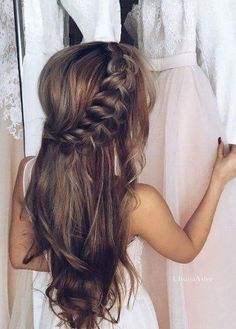 Charming open hair with braids on one side for the bridal look