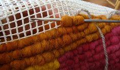 Locker Hooking with Wool Roving. Locker Hooking, Rug Hooking, Latch Hook Rugs, Braided Rugs, Weaving Techniques, Woven Rug, Crochet Yarn, Handmade Rugs, Fabric Crafts