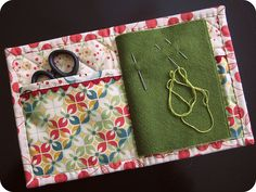 Needle book with a place for scissors, how sensible!