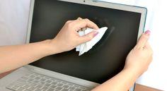 Este foarte important de știut cum se curăță ecranul unui monitor sau televizor în mod corect, întrucât acesta se murdărește destul de ușor.
