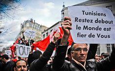 Continuions à rester débout...  http://www.leaders.com.tn/uploads/FCK_files/image/revolution.jpg
