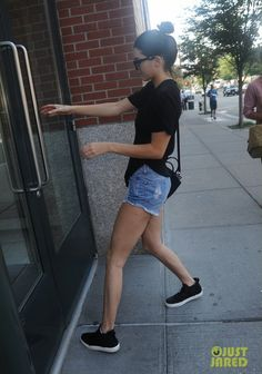 Kendall Jenner New York City August 5, 2014 : Star Style - Celebrity Fashion