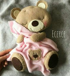 Felt teddy with blanket Baby Crafts, Felt Crafts, Diy And Crafts, Bear Felt, Felt Baby, Felt Animal Patterns, Stuffed Animal Patterns, Felt Magnet, Baby Mobile