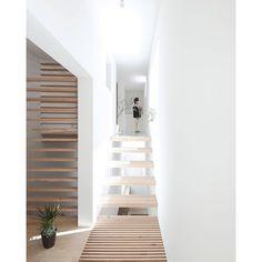 Houses with a small footprint don't need to feel small at all...... Yamanote  House by Katsutoshi Sasaki & Associates. by robsonrakarchitects