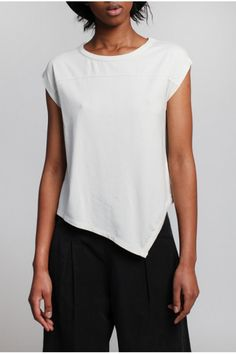 Lurdes Bergada Zip Through T-Shirt in 3 Colours Minimal Fashion, White Fashion, Sewing Stitches By Hand, Sewing Blouses, White Shirts Women, Casual Outfits, Fashion Outfits, How To Make Clothes, Simple Dresses