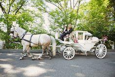 Romantischer Traum in Weiß: Die Hochzeitskutsche | Foto: Charmewedd