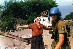 A woman from Srebrenica screams at a United Nations soldier in a refugee camp in Tuzla Bosnia July 17 More than 7000 men were executed as the United Nations Safe Haven in Srebrenica was overrun by Serb forces. Miss Sarajevo, Armed Conflict, Holocaust Memorial, Bosnia And Herzegovina, United Nations, World History, Case Study, Einstein, Images
