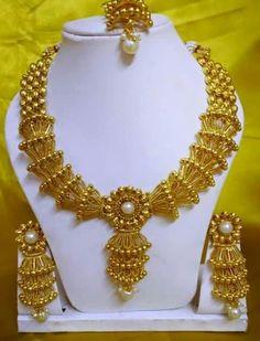 . Designer Jewellery, Gold Jewellery Design, Pakistani Bridal Jewelry, Wholesale Gold Jewelry, Jewelry Drawer, Gold Mangalsutra, Punjabi Fashion, Gold Wedding Jewelry, Gold Designs