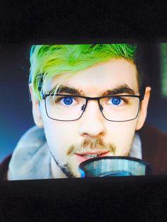 Those colors make Jack look even more like an angel:3