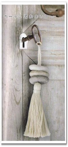 Tassel with rocks - natural