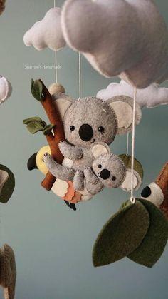 Australian animals baby mobile koala kangaroo parrot mobile travel newborn nursery decor nature Handmade baby mobile with Australian animals: koala, kangaroo and parrot. Handgemachtes Baby, Felt Baby, Baby Kind, Baby Toys, Koala Nursery, Newborn Nursery, Felt Animals, Baby Animals, Baby Giraffes