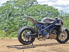Ducati 999 Street Fighter by SR Corse Ducati Cafe Racer, Motorcycle Dirt Bike, Dirt Bikes, Yamaha R3, Street Fighter, Custom Bikes, Cars And Motorcycles, Motorbikes, Passion