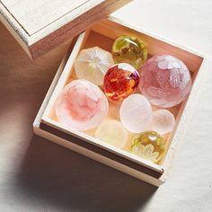 Pin by Oi.yasco on Glass Mineral Stone, Glass Boxes, China Patterns, Still Life Photography, Handicraft, Paper Art, Glass Art, Mosaic, Arts And Crafts