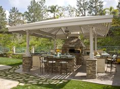 Italian Outdoor Pizza Oven stone ideas | Bakersfield Landscape Designers offers Ideas on Outdoor Pizza Ovens