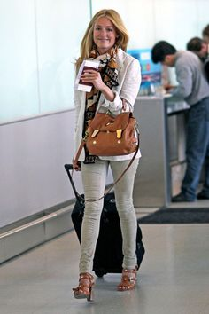 Cat Deeley - Cat Deeley at the Airport