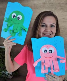 Image may contain: 1 person Animal Crafts For Kids, Paper Crafts For Kids, Easy Crafts For Kids, Toddler Crafts, Hobbies And Crafts, Fun Crafts, Art For Kids, Preschool Christmas Activities, Kindergarten Crafts