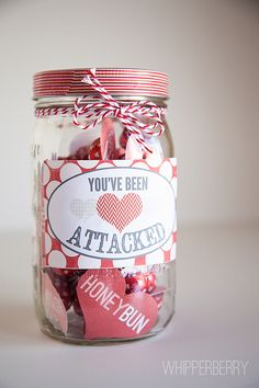 Valentine's Day mason jar gifts that are creative, unique and make a fun gift for your Valentine! Try these inexpensive DIY Valentine's gifts in a jar today for the best Valentine's Day ever in is the perfect Valentine's gift in a jar for him! Valentine Day Crafts, Love Valentines, Holiday Crafts, Holiday Fun, Printable Valentine, Valentine Ideas, Printable Hearts, Valentines Recipes, Homemade Valentines