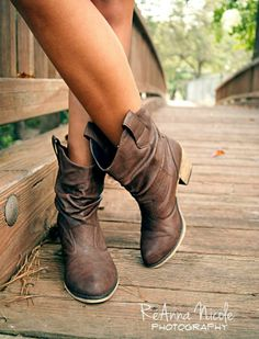 Boots. Perfect for autumn with a flare skirt door pleated skirt. #cyberweek shopping