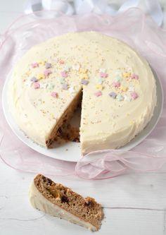 Μια βασιλόπιτα κέικ που δεν μοιάζει με τις άλλες. Λεμόνι, τζίντζερ και κράνμπερις, υλικά που μας δίνουν ένα ξεχωριστό αποτέλεσμα και κάνουν το κέικ αυτό πραγματικά ιδιαίτερο, αρωματικό και νόστιμο.