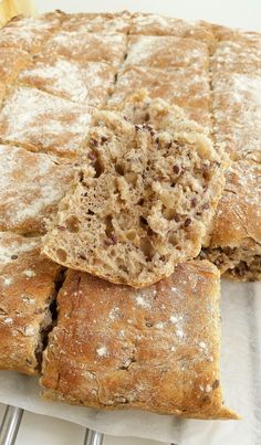 Saftigt bröd med rågmjöl och linfrön - ZEINAS KITCHEN Bread Recipes, Baking Recipes, Cookie Recipes, No Bake Desserts, Dessert Recipes, Good Food, Yummy Food, Zeina, Vegan Treats