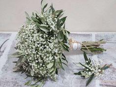 Ramo de novia en blanco y verde con paniculata y ramitas de oliva - Un ramo perfecto para las bodas en verde, para las bodas estilo boho chic y para las bodas que apuestan por el toque más natural. Visto en Pinterest, by Rosazul Floristas.