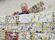 Estos bloques que se ven en la imagen están hechos deplástico reciclado, todo ese material dedesechoproveniente de botellas, envases… y que puede ser reutilizado, en esta ocasión por una máquina...