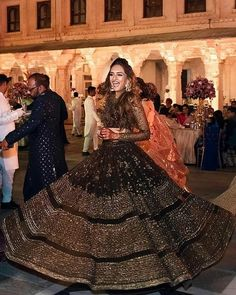 Unique Bridal Lehenga designs that is every Bride's pick in Indian Fashion Dresses, Indian Bridal Outfits, Indian Bridal Lehenga, Indian Bridal Fashion, Dress Indian Style, Indian Designer Outfits, Pakistani Bridal, Pakistani Lehenga, Sabyasachi Bride