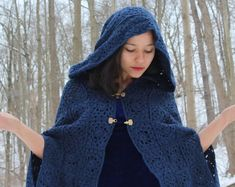 Ready to ship_ Blue cloak medieval cloak crochet cloak Hooded Cloak, Hooded Poncho, Hooded Sweater, Ärmelloser Mantel, Medieval Cloak, High Fashion, Winter Fashion, Sleeveless Coat, Knit Wrap