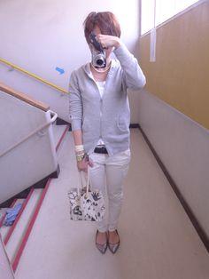 今日は授業参観でした~  niko andのパーカーにユニクロのパンツ。明るめのモノトーンにしました。