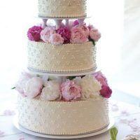 Tort de nunta cu flori naturale - bujori roz