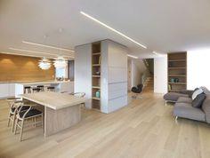 Cucina a vista in legno chiaro