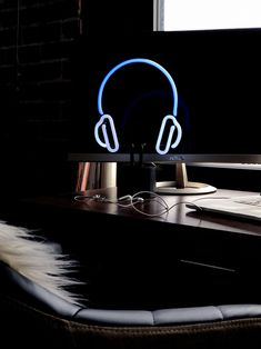 Shop the Headphones Neon sign for all the music lovers out there. Blue neon light design is mounted on a black base. My Cinema Lightbox, Neon Gas, Lift Design, Desk Light, Floral Wall Art, Lighting Solutions, Neon Lighting, Rustic Design, Wall Signs