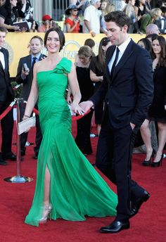 Emily Blunt and John Krasinski Red Carpet Style John Krasinski, Sag Awards, Emily Blunt, The Struts, Red Carpet Fashion, Popsugar, Green Dress, Fashion Photo, Choices