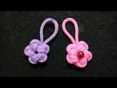 Flower key chains from kur rope, macrame keychain, rope. Macrame Owl, Macrame Knots, Macrame Bracelets, Macrame Necklace, Paracord Keychain, Diy Keychain, Paracord Projects, Macrame Projects, Rainbow Shop