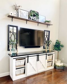 How to decorate a small salon? Farmhouse Decor Living Room, Home Living Room, Farm House Living Room, Wall Decor Living Room, Home Decor, Living Room Tv Stand, Apartment Decor, Home And Living, Living Room Tv