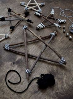 Rustic and Modern Twig Stars - learn how to make them! - Christmas Crafts and DIY Ideas - DIY Twig Star Ornaments – Decorations – northstory - Twig Crafts, Christmas Projects, Holiday Crafts, Christmas Holidays, Cheap Holiday, Christmas Ideas, Christmas Design, Christmas Carol, Wood Crafts
