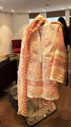 Simple Pakistani Dresses, Pakistani Dress Design, Pakistani Fashion Party Wear, Pakistani Outfits, Fancy Dress Design, Stylish Dresses For Girls, Frock Fashion, Beach Wear Dresses, Indian Designer Outfits