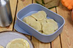 Spijs plakjes ( vegan) voor op brood / toast/ of cracker! Cornbread, Van, Ethnic Recipes, Food, Meal, Eten, Vans, Meals